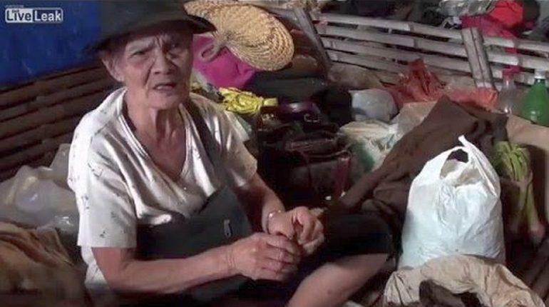 Die Philippinen im Video - Alte Frau zeigt ihre Zigarrenroll-Technik