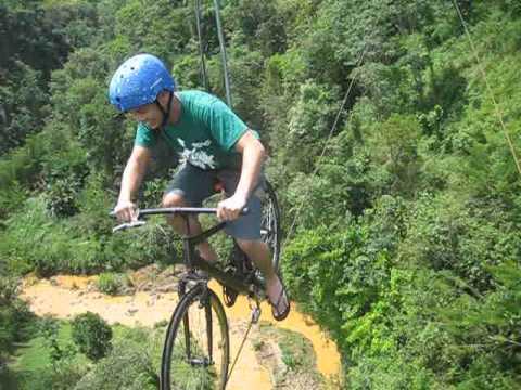 Die Philippinen im Video - Bukidnon - Mit dem Anicycle über eine tiefe Schlucht