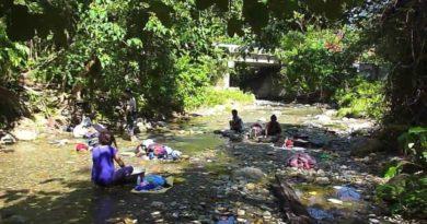 Die Philippinen im Video - Waschtag am und im Fluss