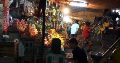 Die Philippinen im Video - Abends auf dem San Andres Markt in Manila