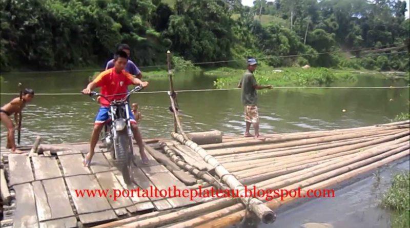 Die Philippinen im Video - Flussüberquerung mit dem Floss