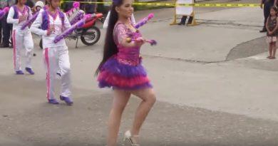 Die Philippinen im Video - Eine liebliche Majorette und andere Tanzmädchen und Tanzgruppen vom Carnival in Kadipawan