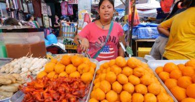 Die Philippinen im Video - Streefood essen auf dem Markt in Quiapo in Manila
