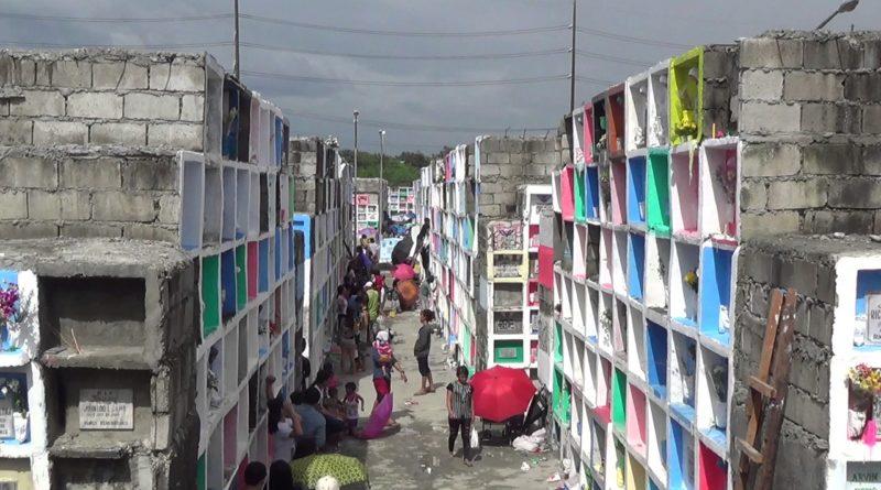 Die Philippinen im Video - Millionen Filipinos an Allerseelen und Allerheiligen auf den Friedhöfen