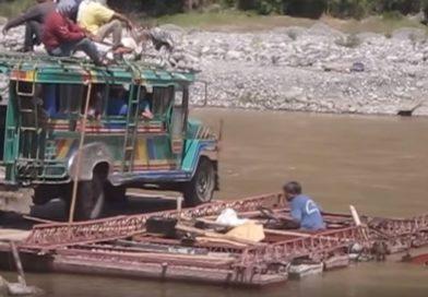 Die Philippinen im Video - Flussüberquerung von Manabo nach Luba über den Tumbal Fluss in Abra