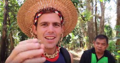 Die Philippinen im Video - Kaffeebeeren kann man essen auf einer Farm in Lapatan Bukidnon