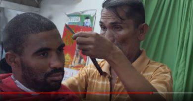 Die Philippinen im Video - Afro Haarschnitt in Surigao
