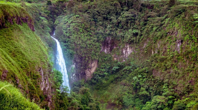 Die Philippinen im Video - Daday Wasserfall in Almada in der Provinz Cotabato