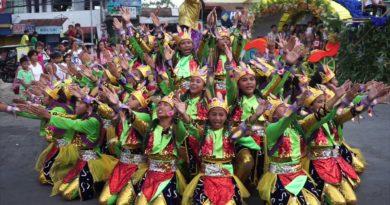 Die Philippinen im Video - Balamban Festival in Santiago