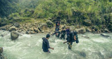 Flussdurchquerungen beim Abstieg vom Mount Apo
