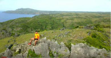 Die Philippinen im Video - Die Rapang Cliffs in Itbayat, in Batanes, aus der Luft gesehen