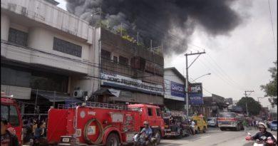 Die Philippinen im Video - Feuerwehr Alarmfahrt in Quezon City