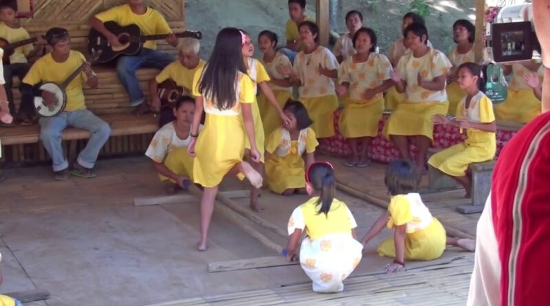 Die Philippinen im Video - Tinikling