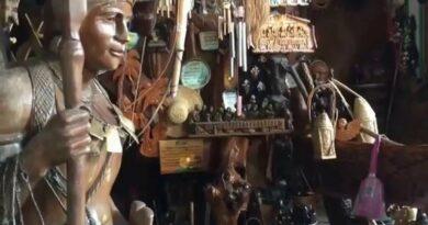Die Philippinen im Video - Igorot Souvenir Shop in Baguio